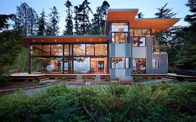 Стеклянный особняк на берегу залива в штате Вашингтон