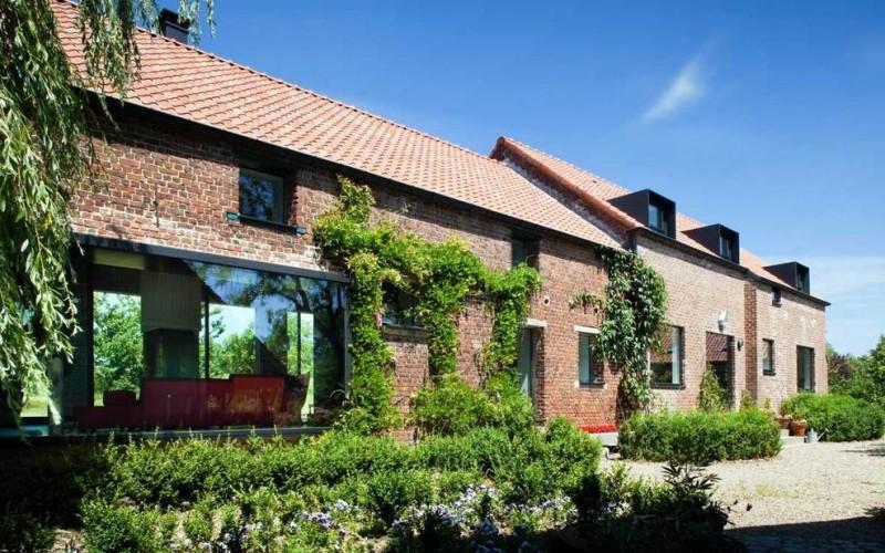 Преобразование старой фермы в современный семейный дом в  Бельгии.
