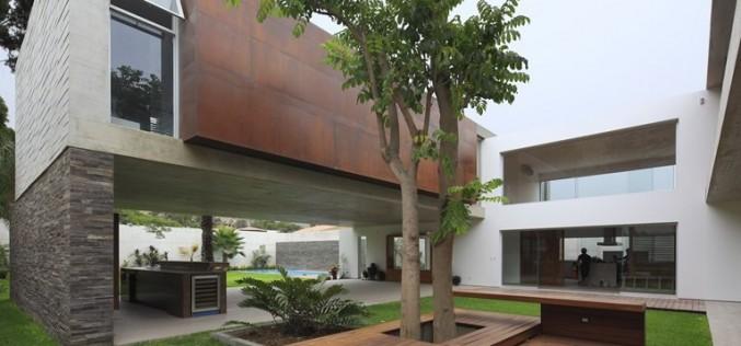 Дом II в районе Ла-Молина, Перу.