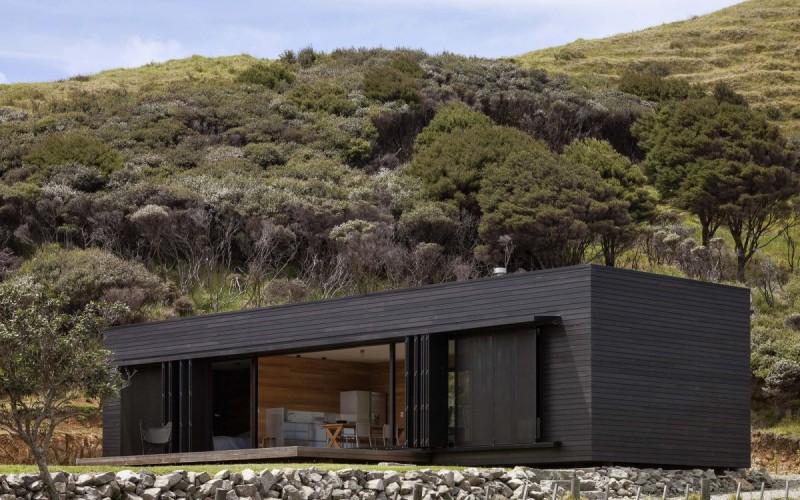Коттедж расположен на острове Большой Барьерный,  Новой Зеландии.