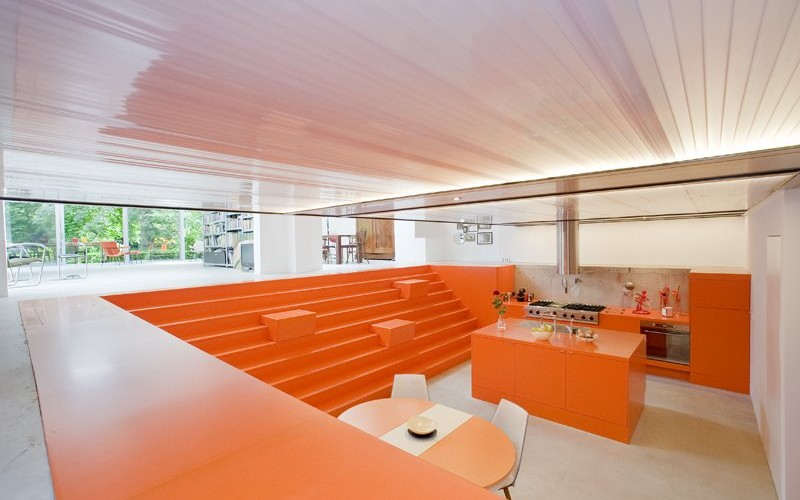 Бывший гараж  скорой помощи превратили в дом имени Parksite в Роттердаме, Нидерланды.