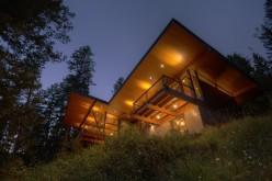 Резиденция на Coeur D'Alene озеро на Северном Айдахо.