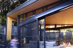 Обновление и расширение в задней части существующего дома в Мельбурне, Австралия.