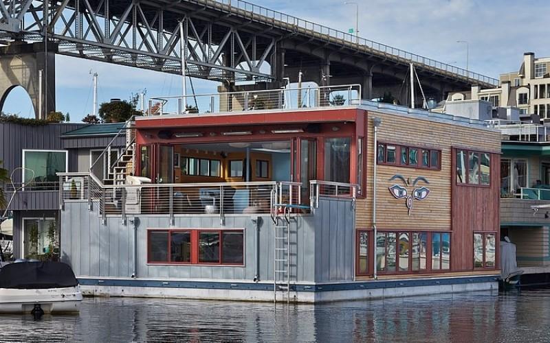 И дом и лодка с уникальным интерьером !!