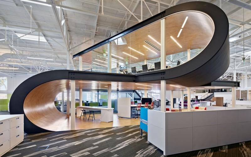 Рабочее место штаб-квартиры в Санта-Кларе, штат Калифорния.