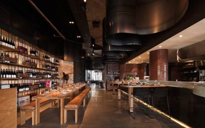 Ресторан Пони гриль и сталь на потолке :)