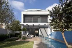 Дом расположен в пригороде Тель-Авива, Израиль.