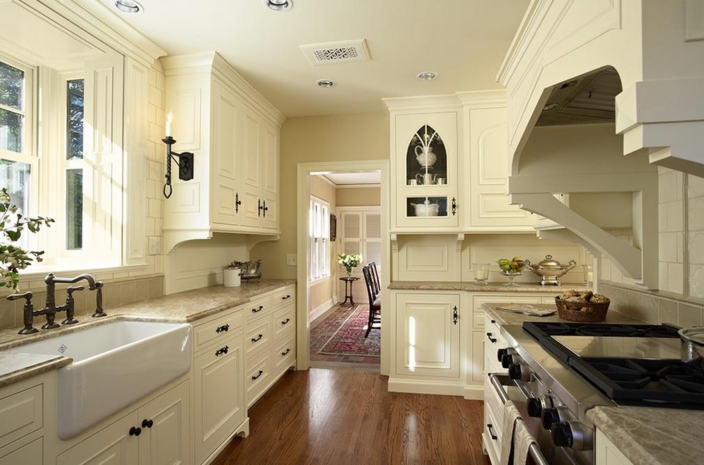 tudor-style-ineteriors-kitchen