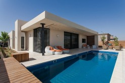 When Free Movement and Harmony Collide: Pool Family Home in Israel