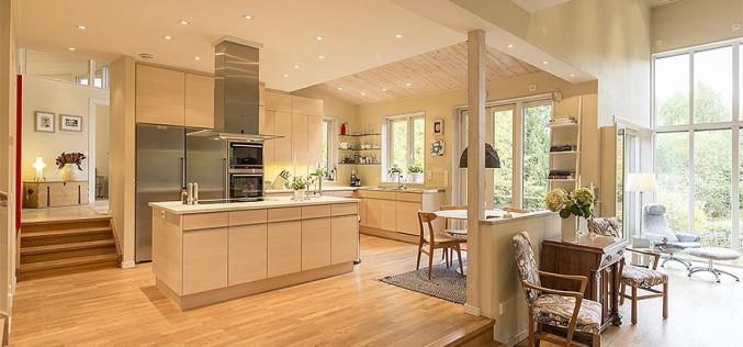 Симбиоз из дерева и стекла: Увлекательная Шведская Вилла