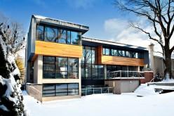 Жилой дом с элементами синего цинка