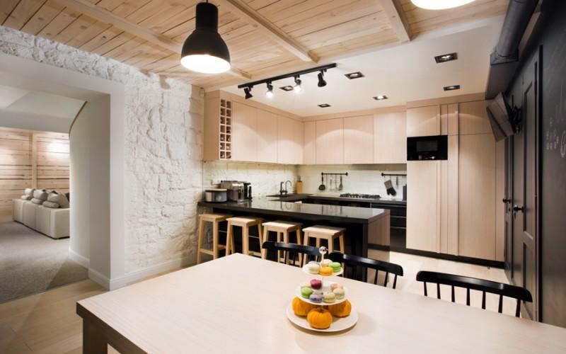 Маленький дом на Украине, увлекательная смесь материалов и текстур