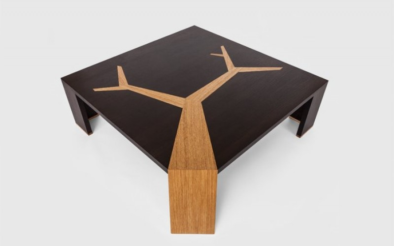 стол и дерево