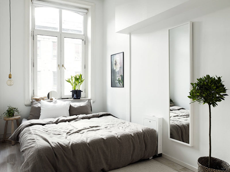 Bedroom Design Idea - 7 Ways To Create A Warm And Cozy Bedroom // Plants are a great way to make your room feel welcoming and cozy.