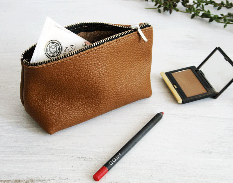 The Ultimate Gift Guide For The Modern Woman (40 Ideas!) // If your girl wears makeup, and most do, a makeup bag will definitely be appreciated. It makes packing for trips easier and keeps things much more organized.
