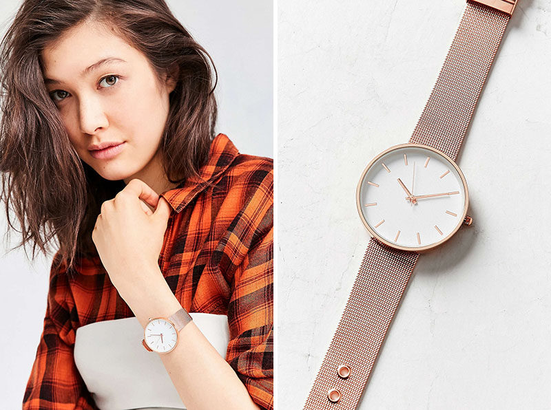 The Ultimate Gift Guide For The Modern Woman (40 Ideas!) // A minimal rose gold watch with a mesh band turns a basic t-shirt and jeans into a sophisticated and thoughtful outfit.