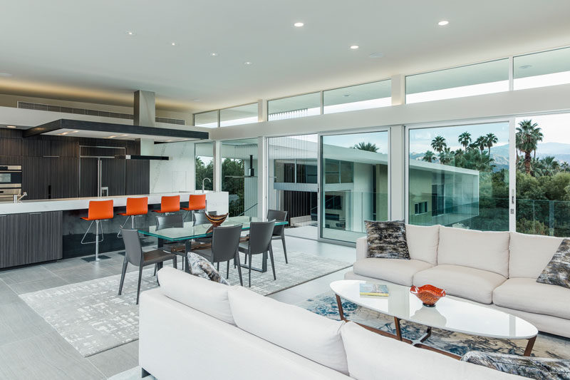 Inside this Californian home, you can see that an open floor plan has been achieved with the main living areas all sharing the same space.