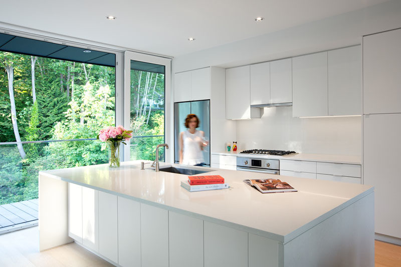 Kitchen Design Ideas - White, Modern and Minimalist Cabinets // These white cabinets reflect the natural light that streams through the windows to make the kitchen even brighter.