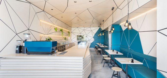 Интерьер этого кафе транслируется в геометрической панели формы