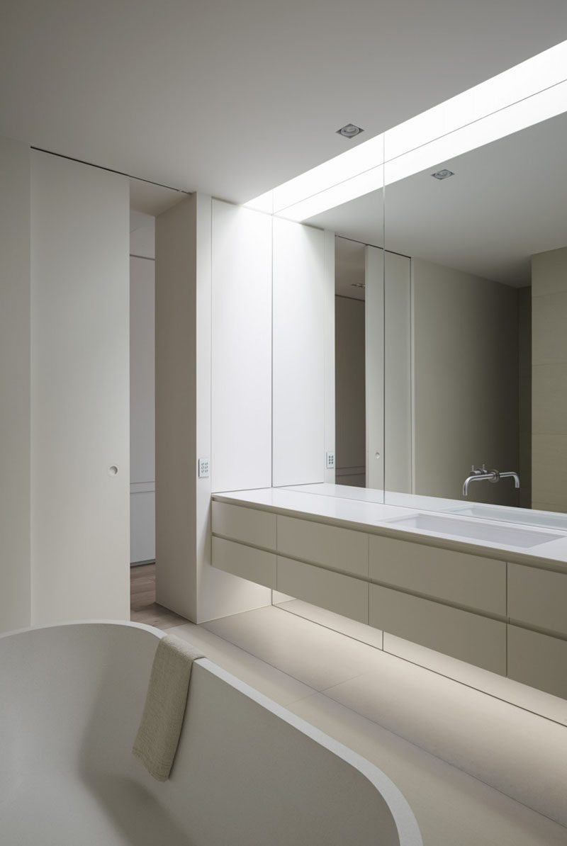 Bathroom Mirror Ideas - Fill The Wall // The mirror in this bathroom reaches the full span of the wall, starting at the floor and continuing all the way to the ceiling.