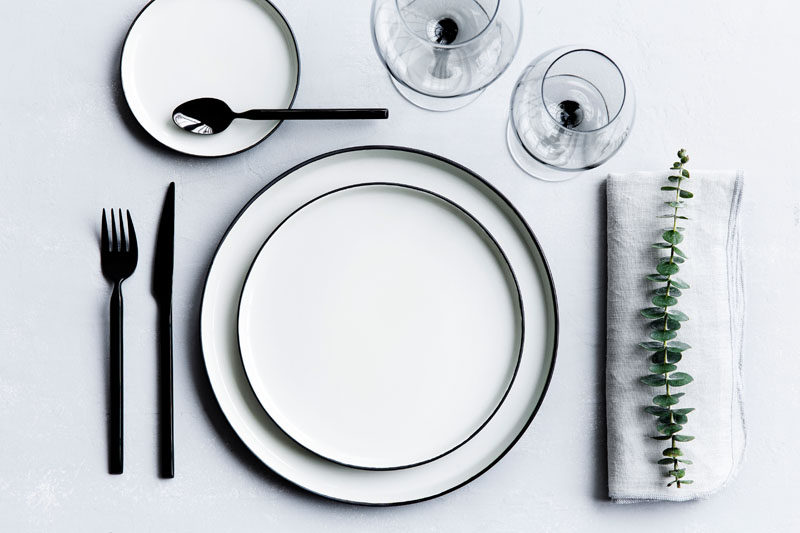 15 Inspirational Ideas For Creating A Modern Christmas Table Full Of Natural Elements // A super simple place setting like this one is great for the minimalists out there and is a nice change from the traditional red and green.