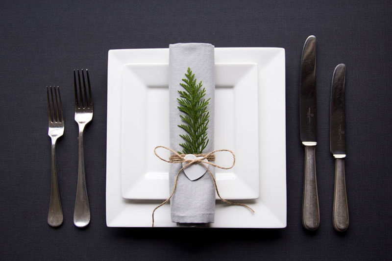 15 Inspirational Ideas For Creating A Modern Christmas Table Full Of Natural Elements // This simple set up shows that holiday place settings don't have be extravagant to look festive and elegant.