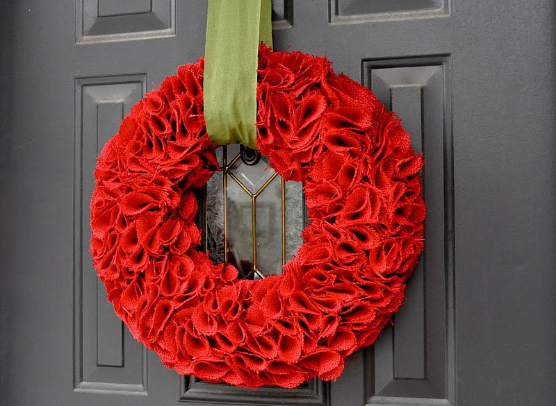 21 Modern Wreaths To Decorate Your Home With This Holiday Season // Red dyed burlap makes for bold and bright modern looking front door holiday wreath.