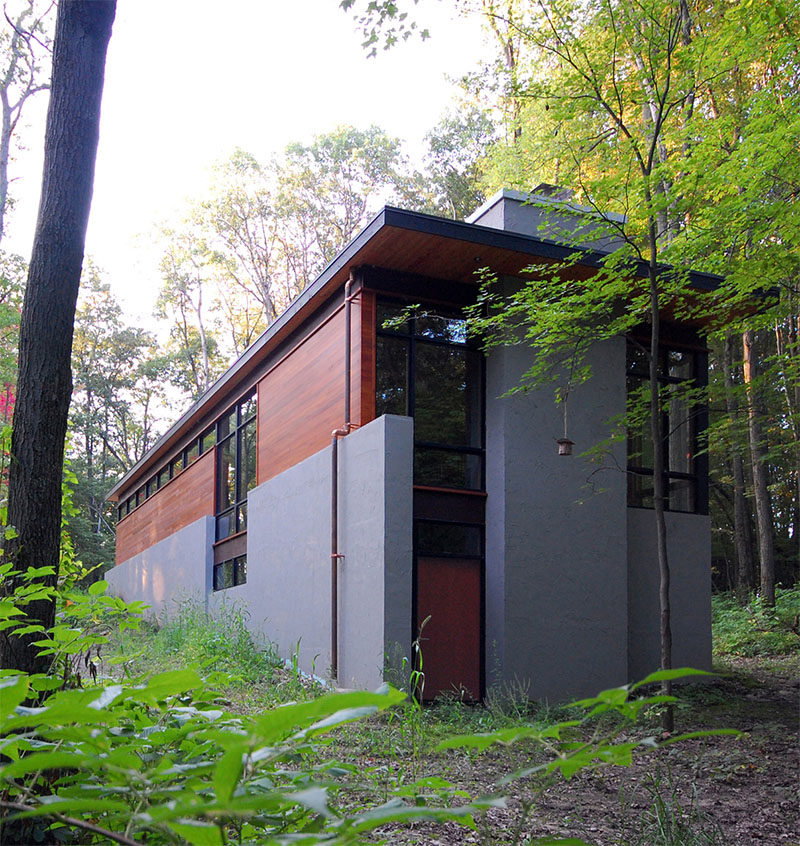 18 Modern House In The Forest // Tucked into the greenery of the forest, the homes was designed as a quiet retreat.