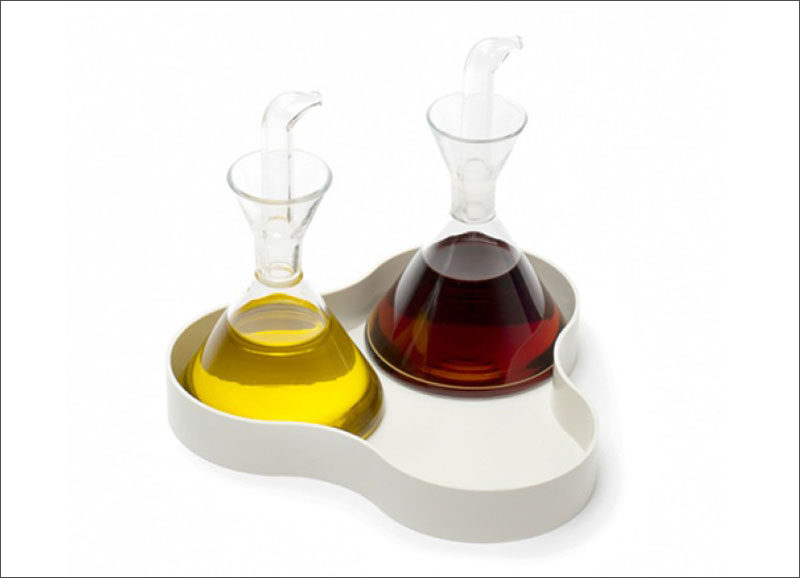 Essential Kitchen Tools - 11 Creative Oil & Vinegar Dispensers // These oil and vinegar dispensers sit in a little tray making it easier to place on your table and not have to worry about potential drip stains on your table cloth.