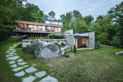Деревянные И Каменные Покрытия Снаружи Многоуровневый Современный Дом В Лесу