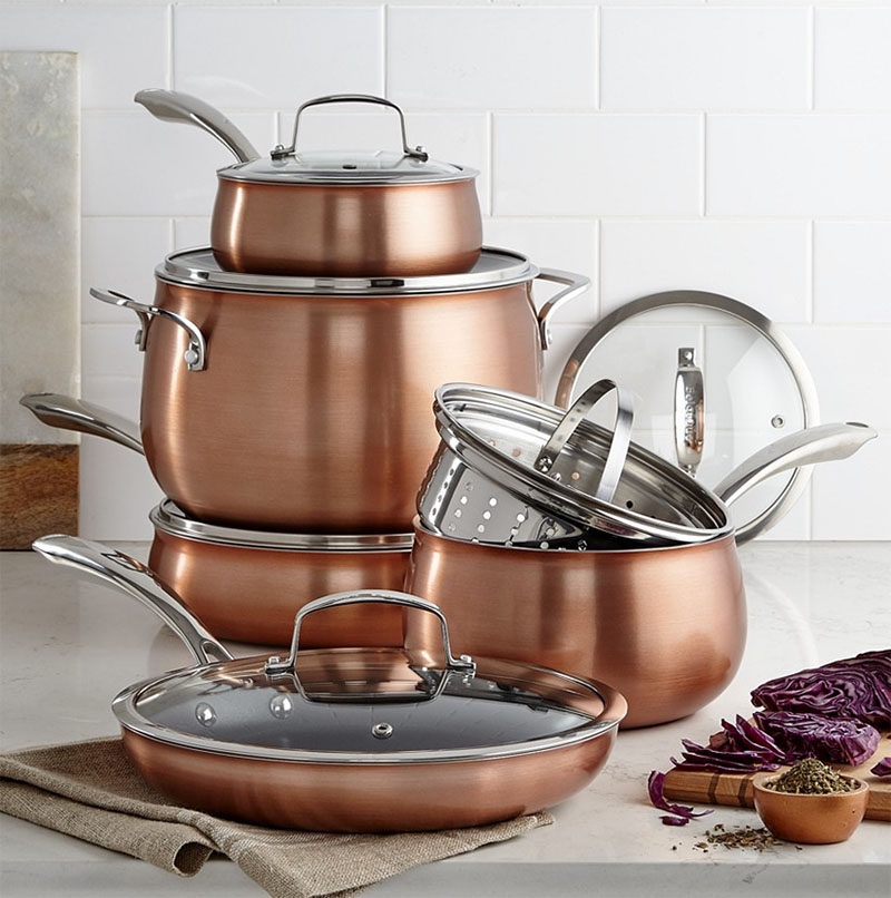 Kitchen Decor Ideas - 12 Ways To Add Copper To Your Kitchen // A set of copper cookware gives your kitchen a put together look and makes cooking that much more enjoyable.