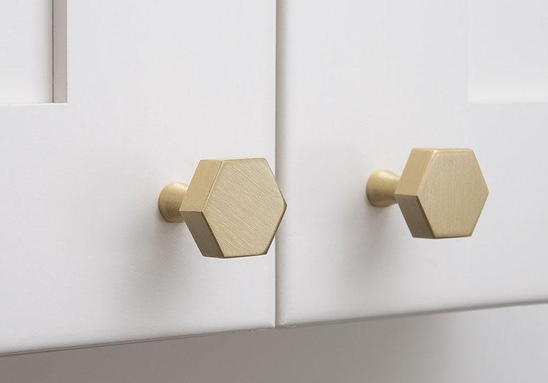 8 Kitchen Cabinet Hardware Ideas // Hexagon Knobs