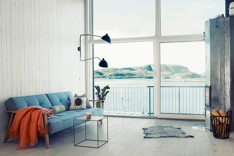 10 Small Living Room Ideas // Embrace minimalism and keep things clutter free.