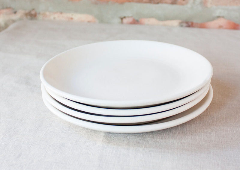 Home Decor Ideas - 6 Ways To Include Ceramic In Your Interior // Super simple white ceramic plates are an essential in all stylish kitchens.