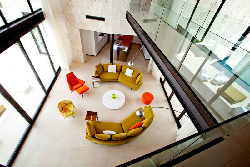 Interior Design Ideas - 17 Modern Living Rooms As Seen From Above | The furniture in this mid-century modern living room circles the round coffee table to make it easy for everyone to be included in the conversation.