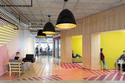 Интерьер Идеи Дизайн – Это Красочный Яркий Рисунок Обтекает От Стены К Полу