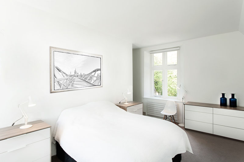 5 Simple White Bedroom Decor Ideas To Use In Your Home // White Walls - White walls help brighten your room and give you a neutral backdrop. White goes with everything so you won't have to worry about matching the rest of your decor to your walls.