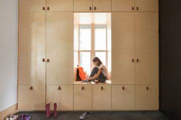 Дизайн Прихожей Идеи – Окно Сиденье, Окруженный Стеной Хранения